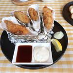港町バル - 大きな牡蠣フライ