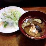 寿司鉄 - 寿司鉄 @平和台 ランチに付く茄子・玉ねぎの味噌汁とサラダ