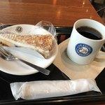 カフェデリツィア - ベリーチーズタルトとネルドリップブレンドコーヒーのSサイズで710円