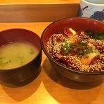 菊すし - まぐろユッケ丼(1,000円)