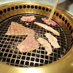 焼肉 やまき - 料理写真:肉焼いてます!