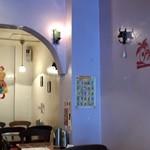 インド食堂TADKA - 開店直後の店内です