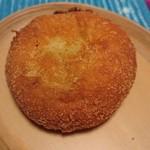 ザ・ベーカリー&ペイストリー - 海老とモッツァレラチーズのカレーパン