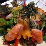 牛串とらまめともつ鍋こ豆 - 海鮮サラダ 680円