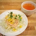 ケニヤン - ランチにつくサラダとスープ