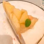 89166012 - 桃とチーズのタルト。