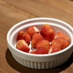 餃子とスパークリング バブルス - 北海道洞爺湖佐々木ファームのイチゴ