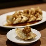 餃子とスパークリング バブルス - 揚げ餃子