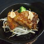 おり座 - 秋田豚の焼き角煮 オニオンソース