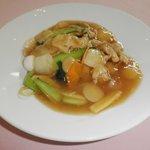 成都飯店 - 五目のアンが太麺に絶妙に絡みあいます。