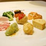 89171927 - 前菜盛り合わせ:カポナータ、サーモンのマリネ、シュー皮で包んだツナ、フリッタータ、カレー風味のコロッケ、マグロとアボカドのタルタル からすみがけ、モルタデッラ、ハム、ブロッコリーのアーリオオーリオ、ポルペッティ