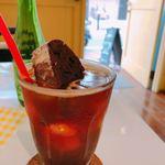 カフェ emo. エスプレッソ - ♦︎アイスアメリカーノ550円 緑色の便はシロップ ♦︎ビスコッティ 200円 コーヒーの中に入ってるお菓子!