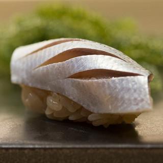 3種の酢飯は、それぞれの魚に寄り添うよう巧みに使い分ける