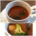 CafeXando - ◆スープ・・海老とブロッコリーのトマトスープ。 小海老は冷凍品の味わいでしたけれど、トマトスープは酸味が強くなくまろやか。