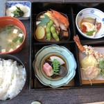 千羽鶴 - ◆松花堂弁当とご飯、お味噌汁、香の物など。