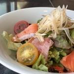 千羽鶴 - ◆最初に「海鮮サラダ」が出されます。
