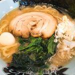 松壱家 - 豚骨醤油ラーメン(全部普通) アップ