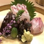 89178812 - お造りの四点盛り。山葵は静岡からタネ分けした吉和産。