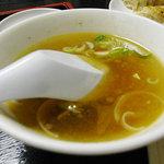 紅龍 - 五目焼きそばにセットの中華スープ
