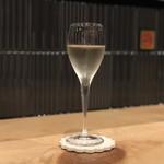 トリヒデ泉 - スパークリングワイン