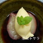 シェミヤチ - ももの赤ワイン煮 バニラアイス添え