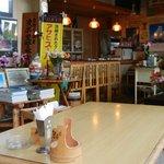 井里絵 - レストランというより、食堂的な店内。(椅子がレストラン風?^^)