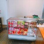 絶味 鴨頚王 - 現地の食品も販売