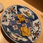 鮨 さいとう - 唐津の赤ウニと余市のムラサキウニ食べ比べ