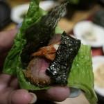 牛かつ専門店 日本橋 富士 - 葉野菜に巻いていただきます