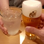 大地の恵みGru - エビスビールとレモンサワーで乾杯