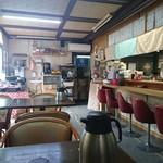屋台ラーメン - 店内のノスタルジックな雰囲気