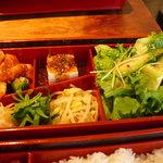 892595 - 上之段にはキムチとサラダとナムルとお豆腐