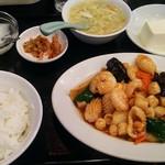 海華 - イカ、エビ、貝柱の辛み炒め定食850円税別
