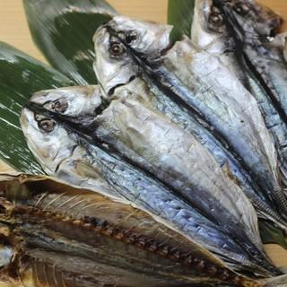 """八丈島の魚介や""""明日葉""""や""""くさや""""を使った島料理に舌鼓!"""