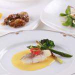 バンビーノ - 料理写真:鱸のポワレ(ソースブールブラン)