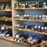 アトリエ菓舎 - 店内焼菓子コーナー