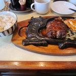 8921335 - [ランチ]粗挽きハンバーグ定食