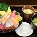 魚がし日本一 - 魚がし日本一 新橋駅ビル店 ランチ 海鮮丼 税込980円 シャリ少な目でお願い