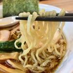 らーめん青龍 - 麺は中太縮れ麺