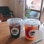オハナ オーブン カフェ - アイスコーヒーとメイヤーレモンと ローズマリーのソーダ