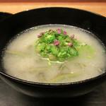 白 - 椀物コールラビのスープ/焼長芋 オクラ セロリを仕込み紫陽花の風情を