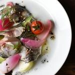 炙り〆鯖と農園野菜のピクルス/バニラの香り