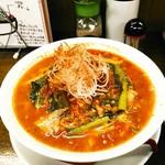 拉麺一匠 DEAD OR ALIVE - チリトマ麺(大盛)  980円(税込)  筍、青菜、挽き肉、白髪葱、その上からチリパウダー。