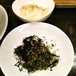 拉麺一匠 DEAD OR ALIVE - バラ海苔+青海苔(100円)と粉チーズ(180円)