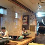 ソウル苑 - 左が小上がり、右がテーブル