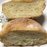 パン ゴルジュ - キタノカオリのプチパンの断面