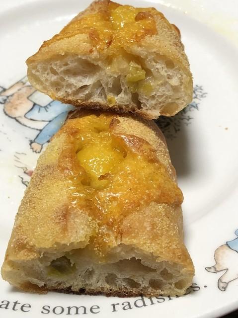 パン ゴルジュ - ハラペーニョとチェダーチーズの断面