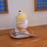パタプフ - 料理写真:桃パフェ 920円