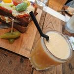 ニーニーサンカフェ -