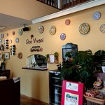 ボン・ビヴァン - ステキな絵皿が飾られています!